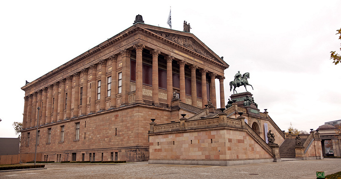Museumsinsel: Alte Nationalgalerie, Reiterstandbild Friedrich Wilhelms IV. Berlin 2011