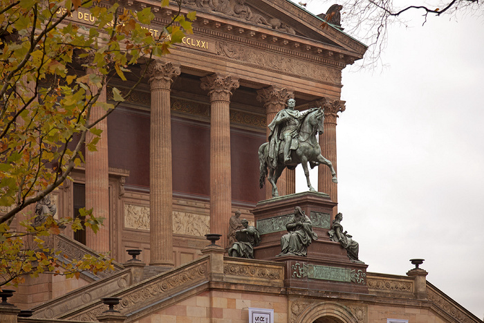 Berlin Museumsinsel: Alte Nationalgalerie, Reiterstandbild Friedrich Wilhelms IV.