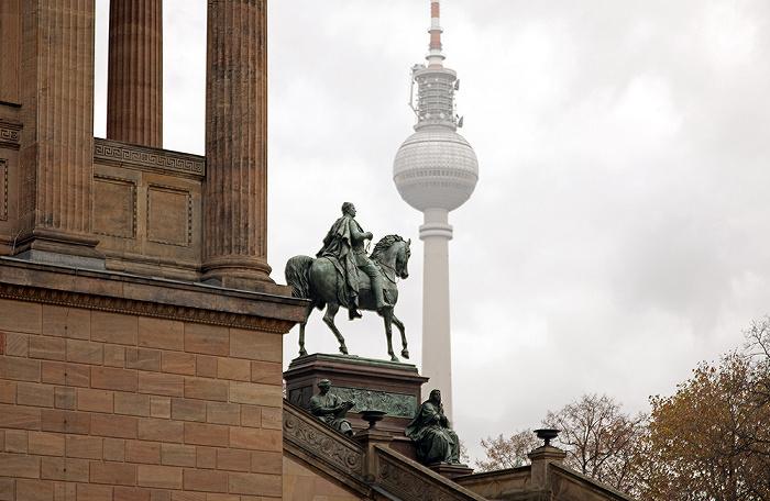 Berlin Museumsinsel: Alte Nationalgalerie, Reiterstandbild Friedrich Wilhelms IV., Fernsehturm