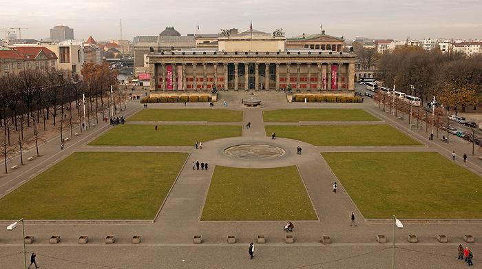 Blick von der Humboldt-Box: Museumsinsel - Lustgarten und Altes Museum Berlin 2011