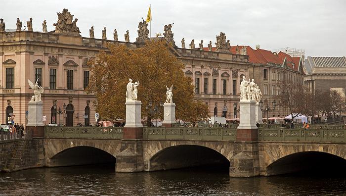 Mitte: Spreekanal, Schloßbrücke, Zeughaus (Deutsches Historisches Museum) Berlin 2011