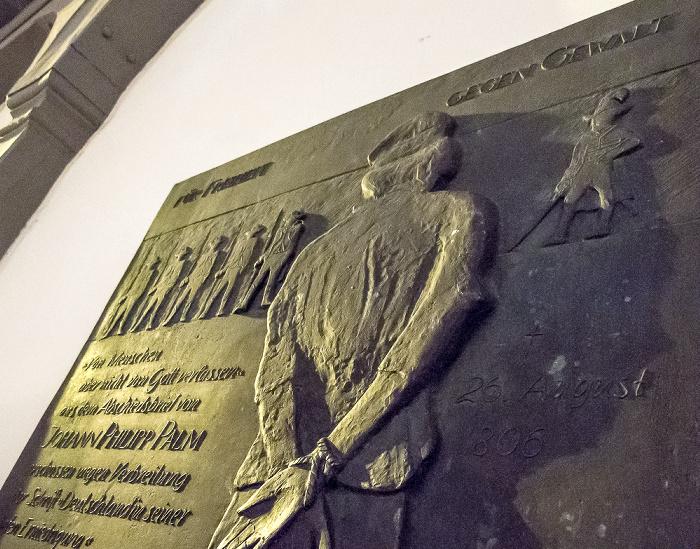 Schorndorf Altstadt: Marktplatz - Palm'sche Apotheke: Gedenktafel für Johann Philipp Palm