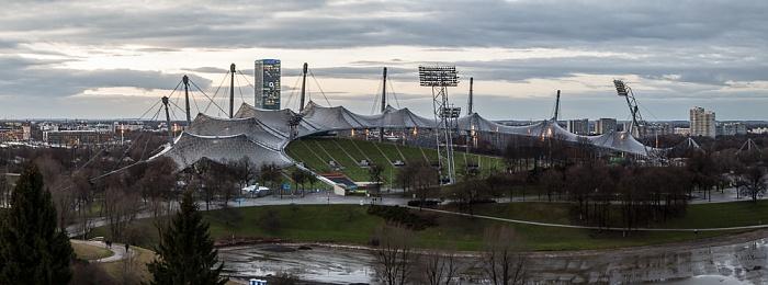 Blick vom Olympiaberg: Olympiapark mit Olympiastadion München 2012