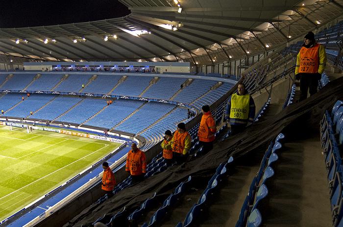 City of Manchester Stadium (Etihad Stadium): Nordkurve und Gegentribüne