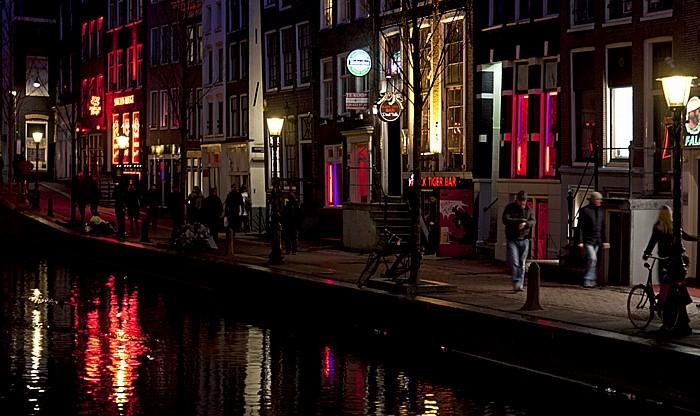 Centrum: De Wallen - Oudezijds Achterburgwal Amsterdam