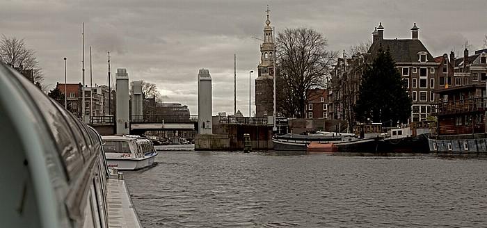 Grachtenrundfahrboote auf dem Oosterdok Amsterdam