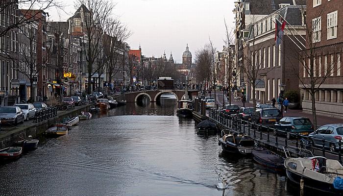 Amsterdam Centrum: Oudezijds Voorburgwal Sint-Nicolaaskerk