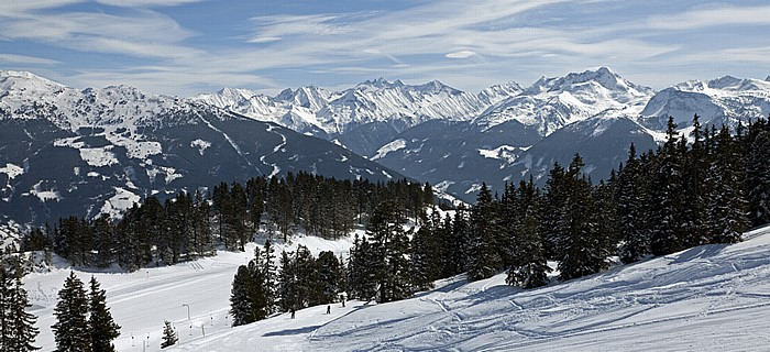 Hochzillertal Kitzbüheler Alpen (links), Zillertaler Alpen