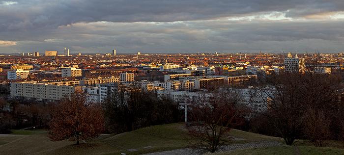München Blick vom Olympiaberg Arabella-Hochhaus Arabellapark Hochhaus Süddeutscher Verlag Hypo-Hochhaus