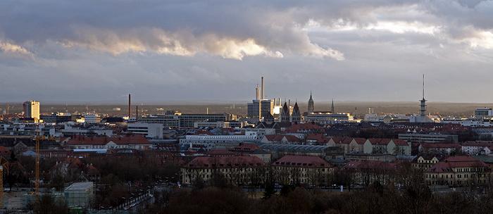 München Blick vom Olympiaberg: Stadtzentrum BR-Funkhaus Heizkraftwerk München-Süd St. Benno St.-Pauls-Kirche