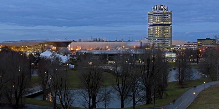 München Blick vom Olympiaberg: Olympiapark BMW Welt BMW-Hochhaus BMW-Museum BMW-Werkshallen Olympia-Eissportzentrum Olympiasee SoccaFive Arena