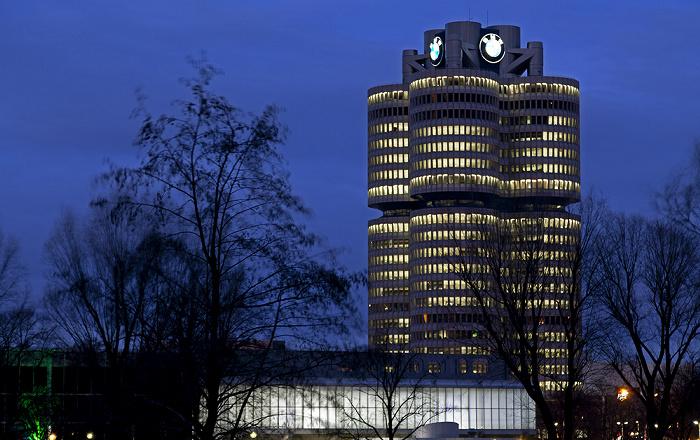 München Olympiapark mit Olympia-Eissportzentrum, BMW-Hochhaus