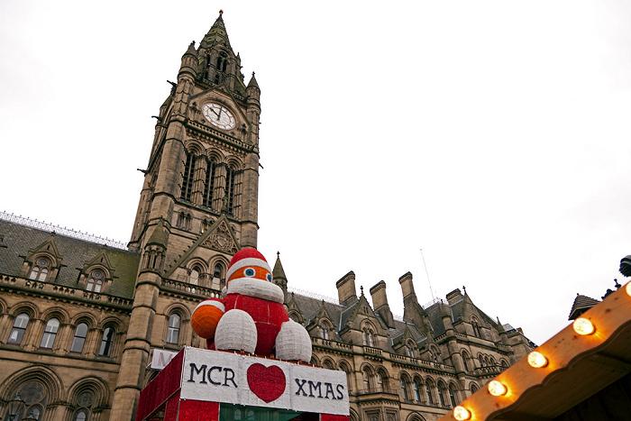 Albert Square mit Weihnachtsmarkt, Manchester Town Hall