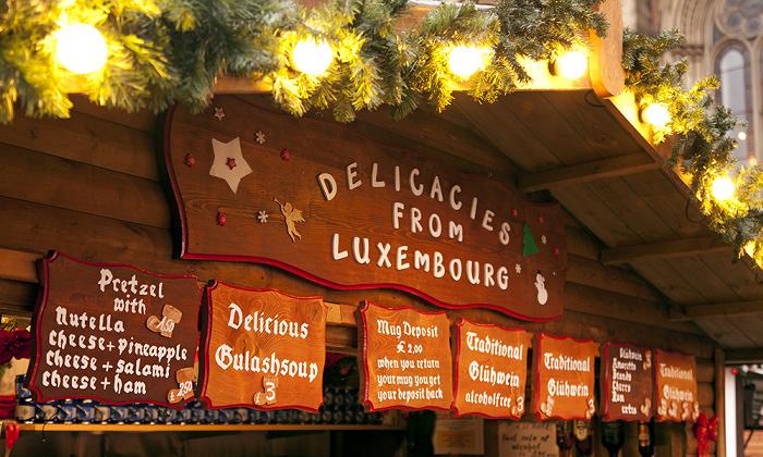 Manchester Albert Square mit Weihnachtsmarkt (Delicacies from Luxembourg)