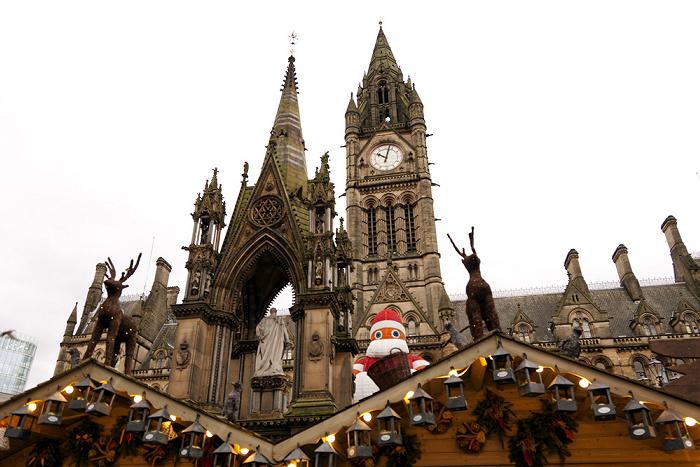 Manchester Albert Square mit Weihnachtsmarkt Albert Memorial Manchester Town Hall