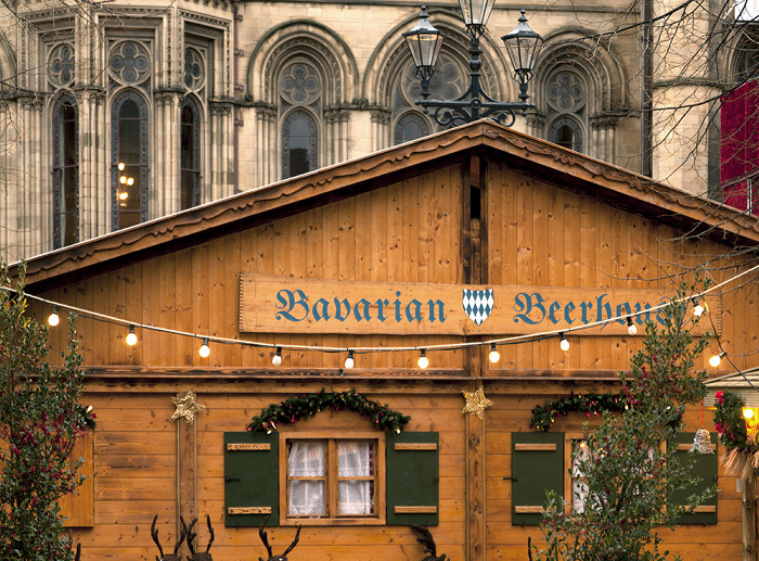 Manchester Albert Square mit Weihnachtsmarkt (Bavarian Beerhaus) Manchester Town Hall