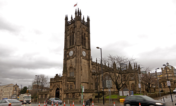 Victoria Street: Manchester Cathedral