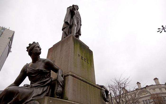 Manchester Piccadilly Gardens: Robert-Peel-Denkmal