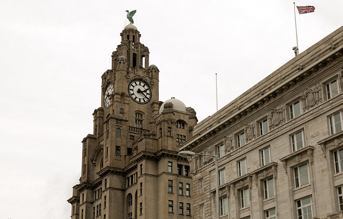 Liverpool Pier Head: Three Graces (Drei Grazien) - Royal Liver Building und Cunard Building (rechts)