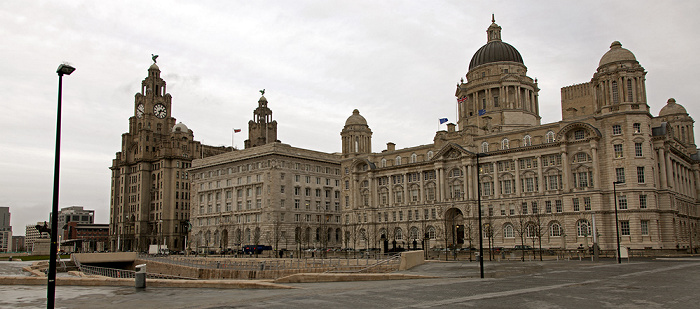 Pier Head: Three Graces (Drei Grazien) - Royal Liver Building, Cunard Building, Port of Liverpool Building (v.l.)