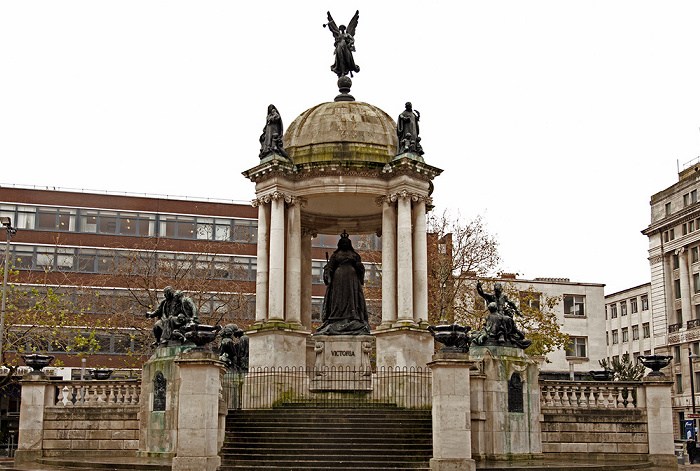 Liverpool Derby Square: Queen-Victoria-Denkmal