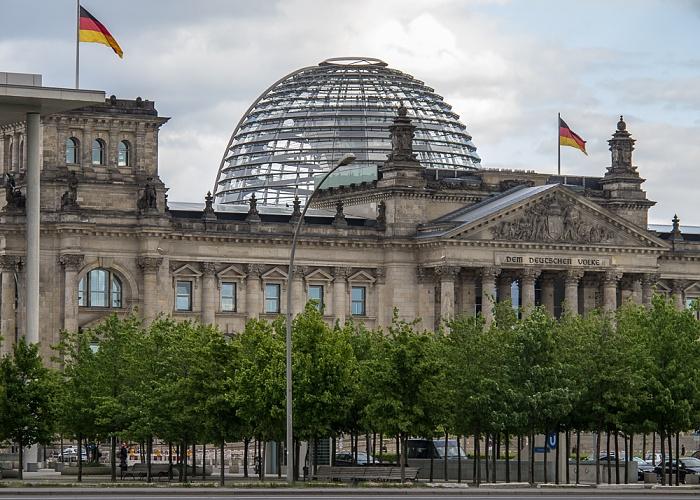 Tiergarten (Regierungsviertel): Platz der Republik, Reichstagsgebäude Berlin 2011