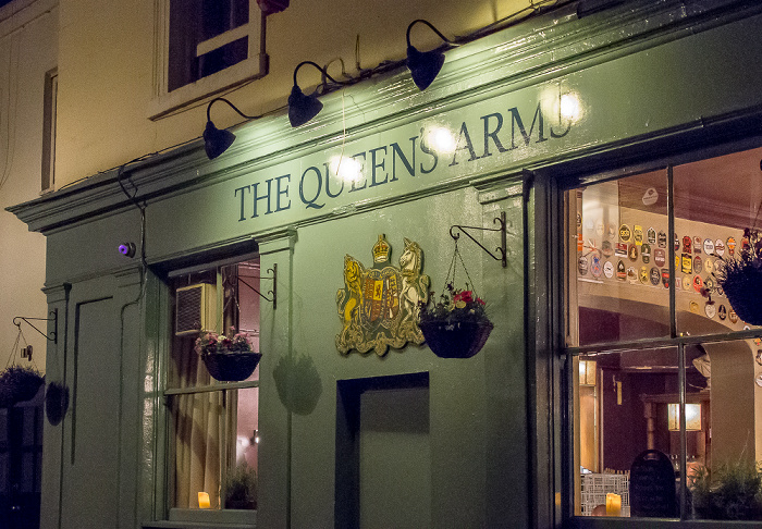 London South Kensington: The Queens Arms