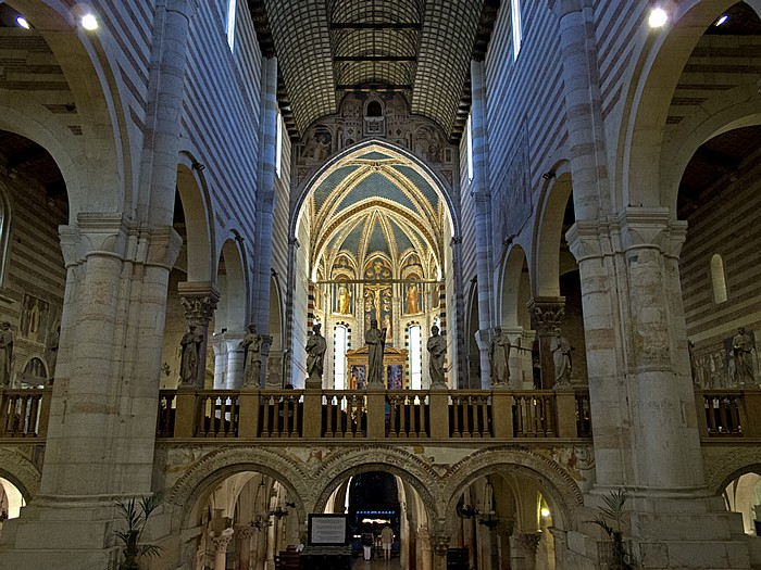 Basilica di San Zeno: Langhaus, Chor Verona