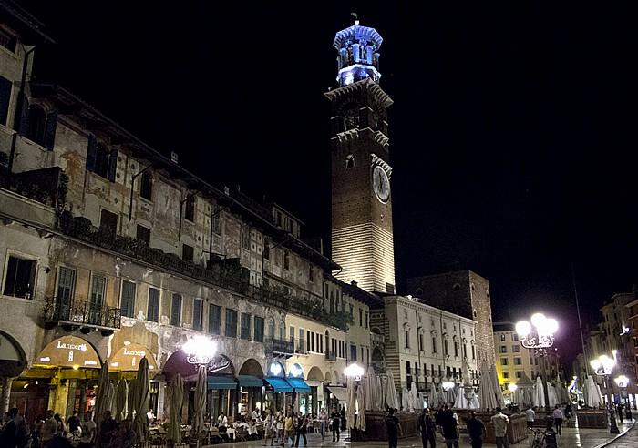 Centro Storico (Altstadt): Piazza delle Erbe, Torre dei Lamberti Verona