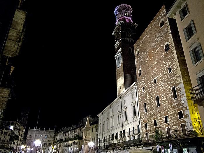 Verona Centro Storico (Altstadt): Piazza delle Erbe, Torre dei Lamberti