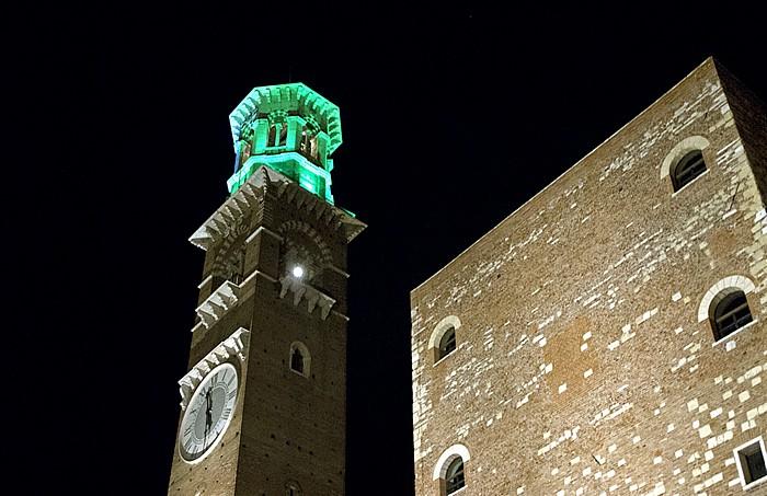 Centro Storico (Altstadt): Torre dei Lamberti Verona
