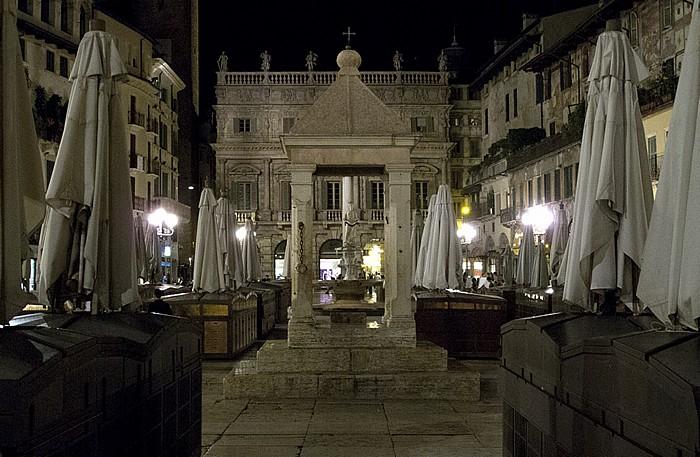 Verona Centro Storico (Altstadt): Piazza delle Erbe Palazzo Maffei