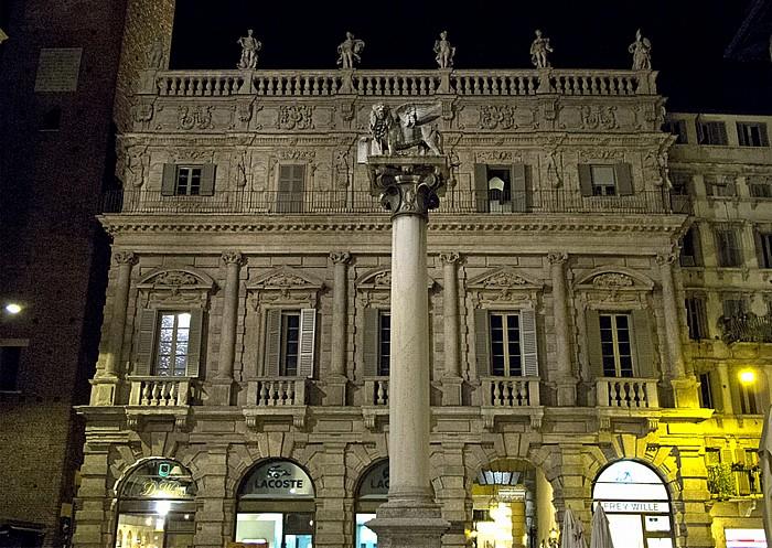 Centro Storico (Altstadt): Piazza delle Erbe - Colonna di San Marco, Palazzo Maffei Verona