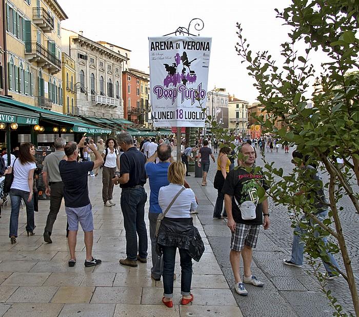 Centro Storico (Altstadt): Piazza Bra - Plakat für das Deep Purple-Konzert in der Arena di Verona Piazza Brà