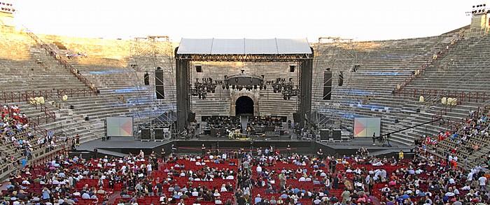Arena di Verona: Bühne für das Deep-Purple-Konzert im Innenraum Verona