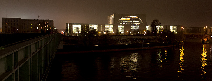 Berlin Regierungsviertel: Moltkebrücke, Schweizerische Botschaft, Bundeskanzleramt, Spree