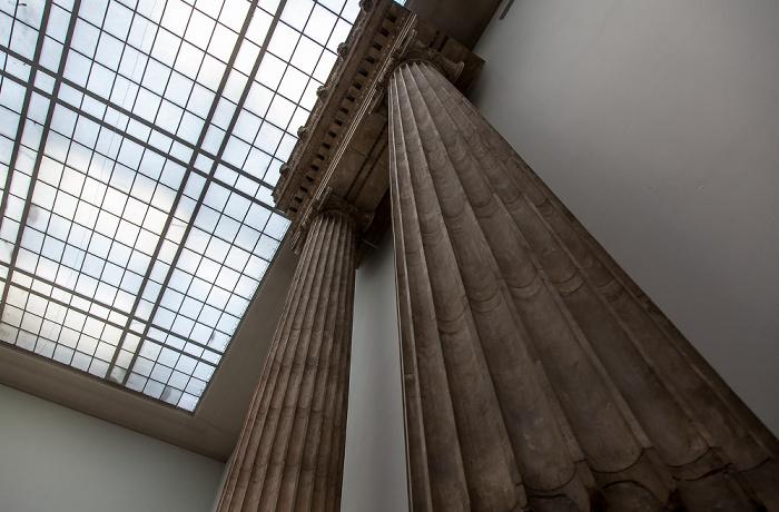Berlin Pergamonmuseum: Architrav des Artemis Leukophryene Tempels