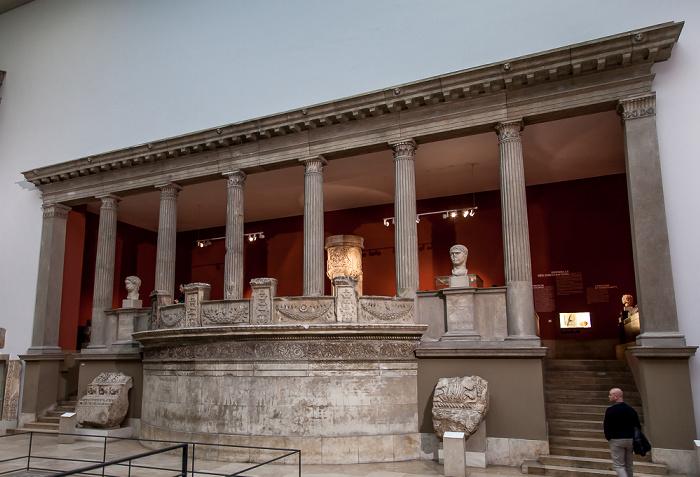 Pergamonmuseum: Halle des Trajaneums Berlin 2011