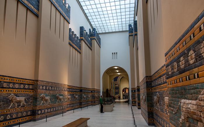 Pergamonmuseum: Ischtar-Tor und Prozessionsstraße von Babylon Berlin 2011