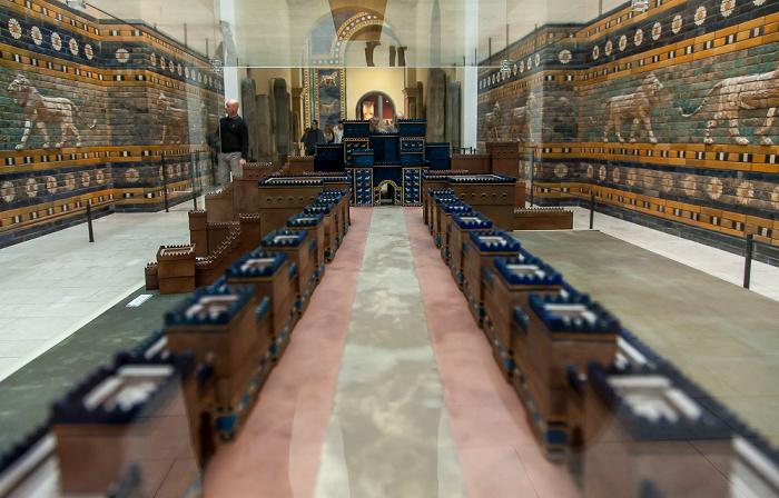 Berlin Pergamonmuseum: Ischtar-Tor und Prozessionsstraße von Babylon (Modell)