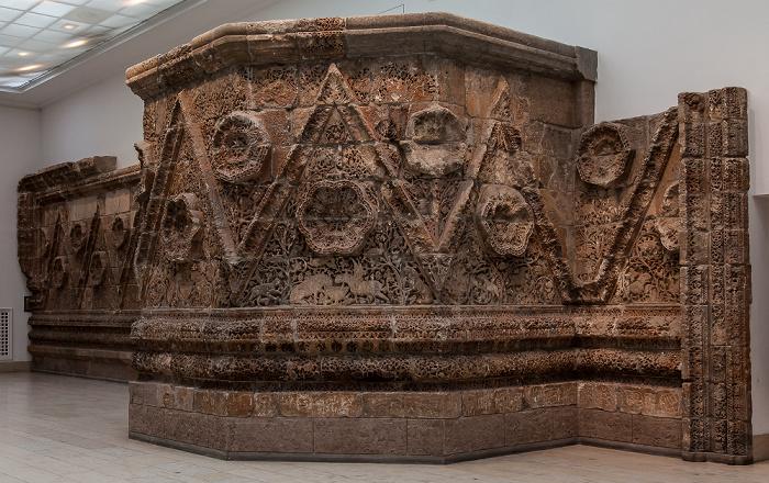 Pergamonmuseum: Fassade des Palasts von Mschatta Berlin 2011