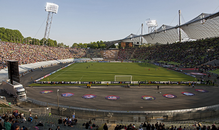 Olympiastadion: Gegentribüne, Südkurve, Haupttribüne München 2012