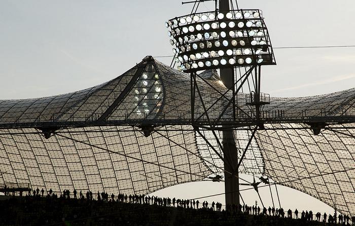 München Olympiastadion: Dachkonstruktion und Flutlicht