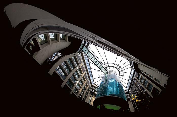 CityQuartier DomAquarée: AquaDom im Radisson Blu Hotel Berlin