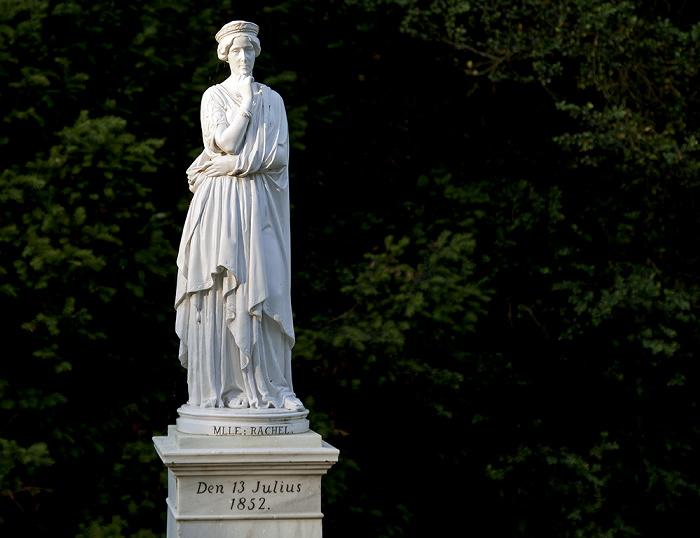 Berlin Pfaueninsel: Statuette der Schauspielerin Rachel