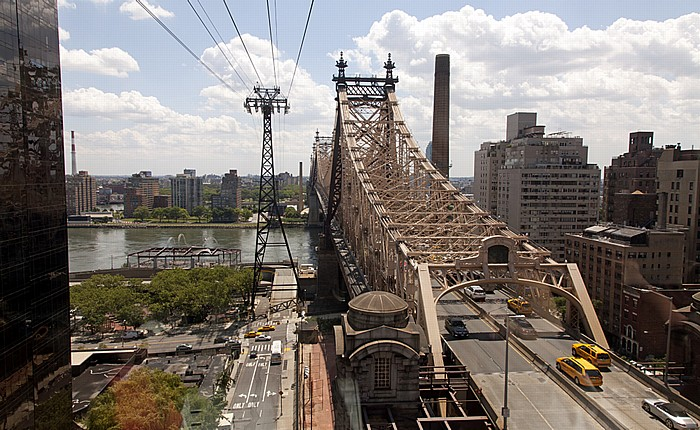 Blick aus der Roosevelt Island Tramway: Queensboro Bridge New York City