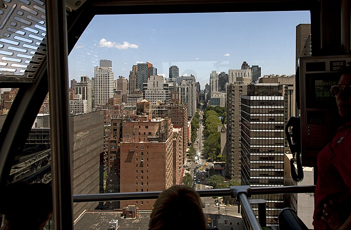 New York City Blick aus der Roosevelt Island Tramway: Lenox Hill (Upper East Side) - York Avenue