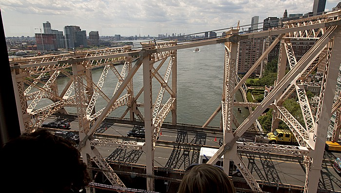Blick aus der Roosevelt Island Tramway: Queens, Roosevelt Island, East River, Manhattan New York City