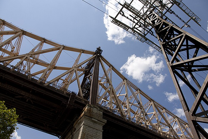 New York City Blick von Roosevelt Island: Queensboro Bridge und Roosevelt Island Tramway