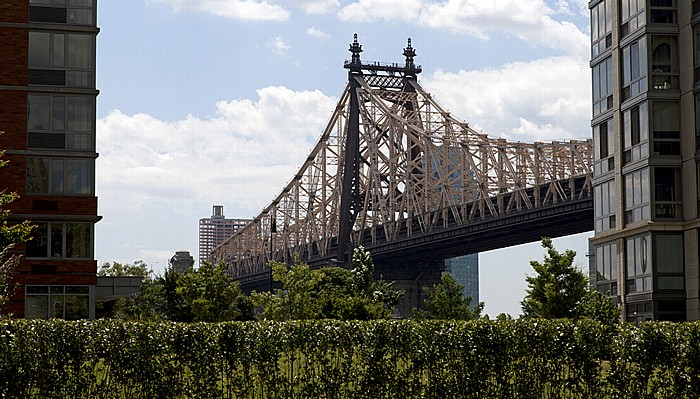 New York City Roosevelt Island und Queensboro Bridge (in Richtung Queens)